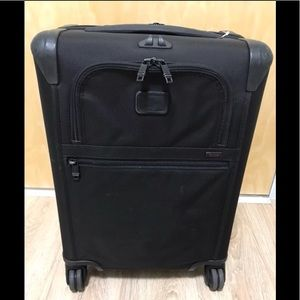 TUMI ALPHA 2 CONTINENTAL 22 INCH CARRY ON
